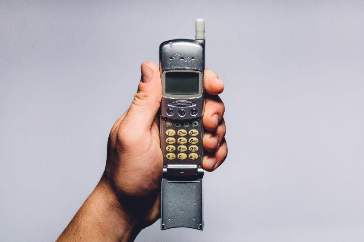 Obbligo di adottare una campagna informativa per le corrette modalità d'uso degli apparecchi di telefonia mobile