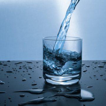 Gestione pubblica dell'acqua, un settore nel limbo: due visioni del problema e soluzioni opposte