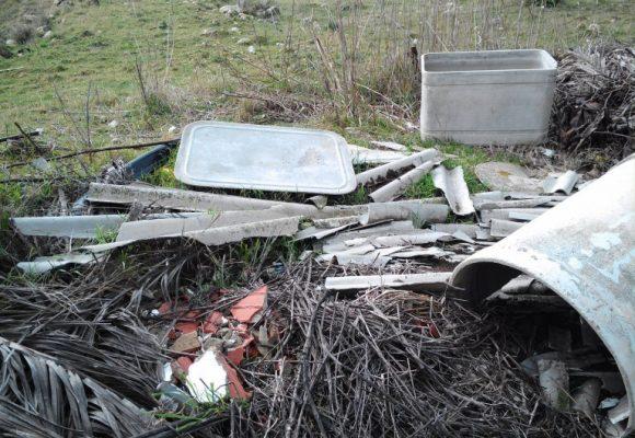 Illegittimo l'ordine di rimozione dei rifiuti abbandonati notificato al proprietario dell'area incolpevole