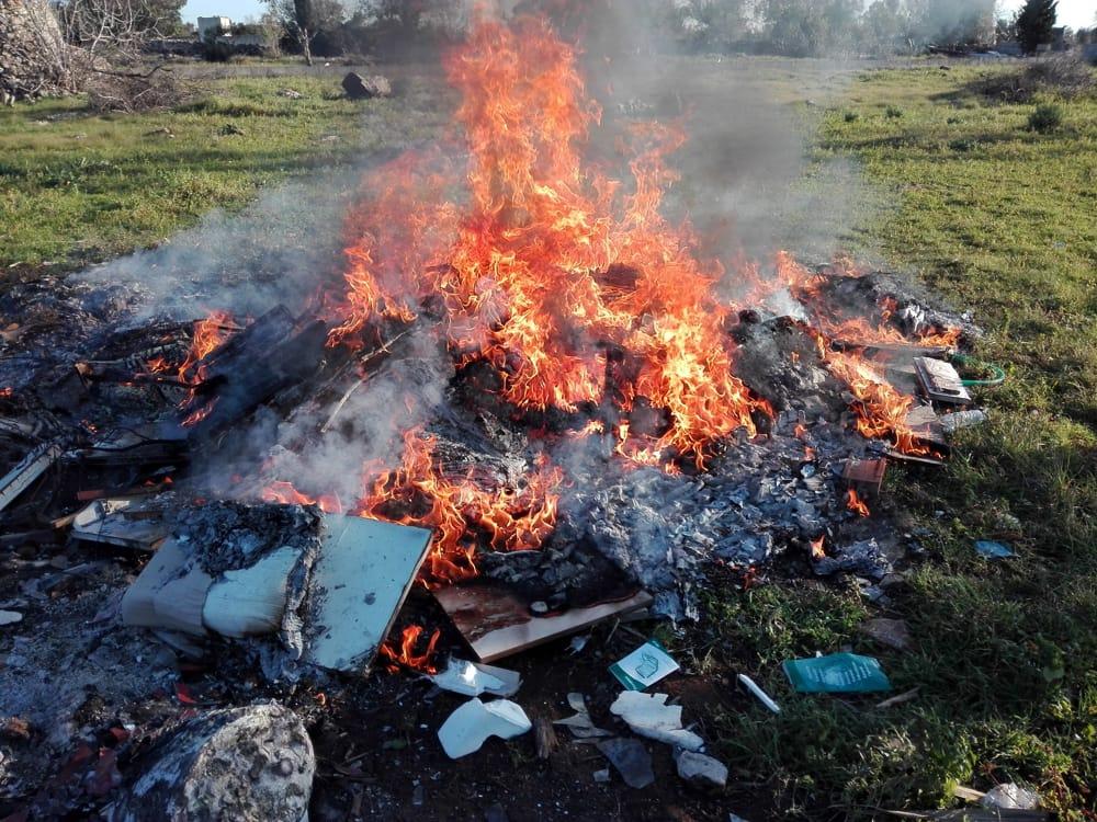 I requisiti oggettivi del reato di combustione illecita di rifiuti
