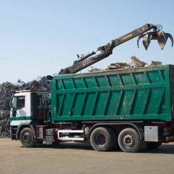 La particolare tenuità del fatto non si applica all'illecita gestione di rifiuti, a causa della natura abituale del reato