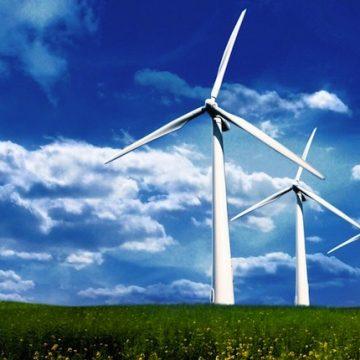 Fonti rinnovabili e pianificazione territoriale: legittimo individuare aree sottratte, per ragioni paesaggistiche, all'insediamento di impianti eolici