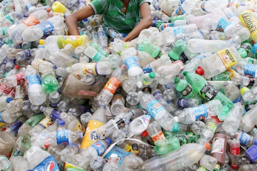 Attività organizzate per il traffico illecito di rifiuti: il labile confine (anche territoriale) tra perfezionamento e consumazione del reato abituale