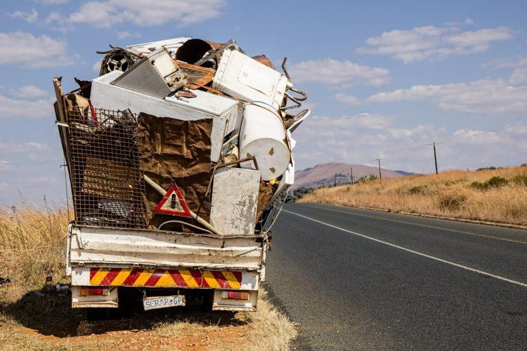 L'abbandono incontrollato dei rifiuti tra illecito amministrativo e fattispecie penale.
